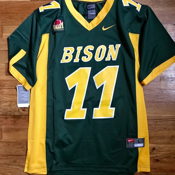 huge selection of be051 6b504 Authentic Carson Wentz Nike Jersey Large NWT NWT